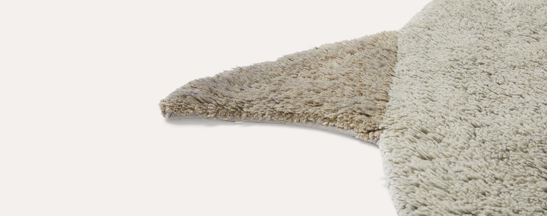 Grey Tapis Petit Shark Rug