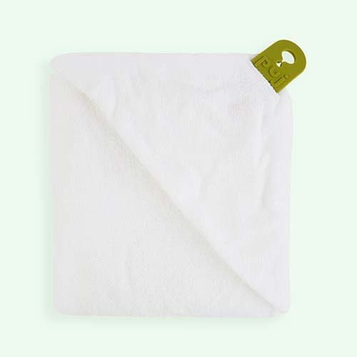 White Puj Hug Hooded Towel