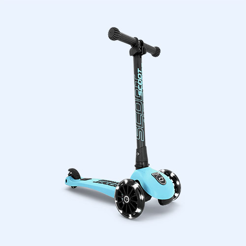 Blueberry Scoot & Ride Highwaykick 3 LED Scooter